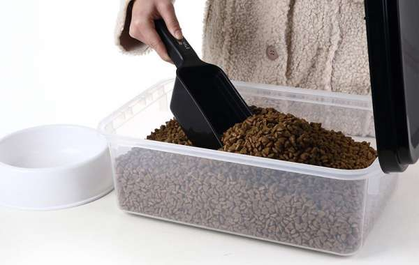 Advantages of Using Pet Food Container